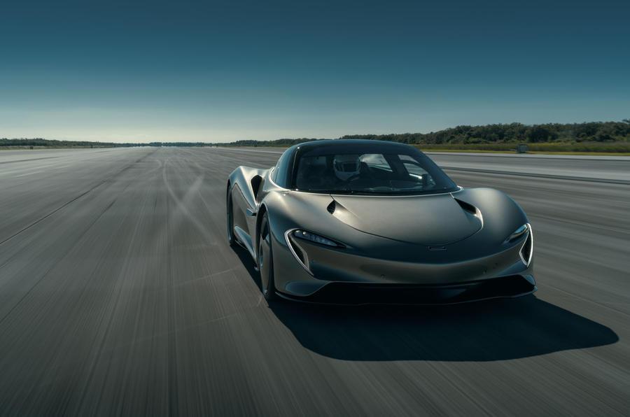 Новый 2020 McLaren Speedtail набирает 250 миль в час в финальных тестах